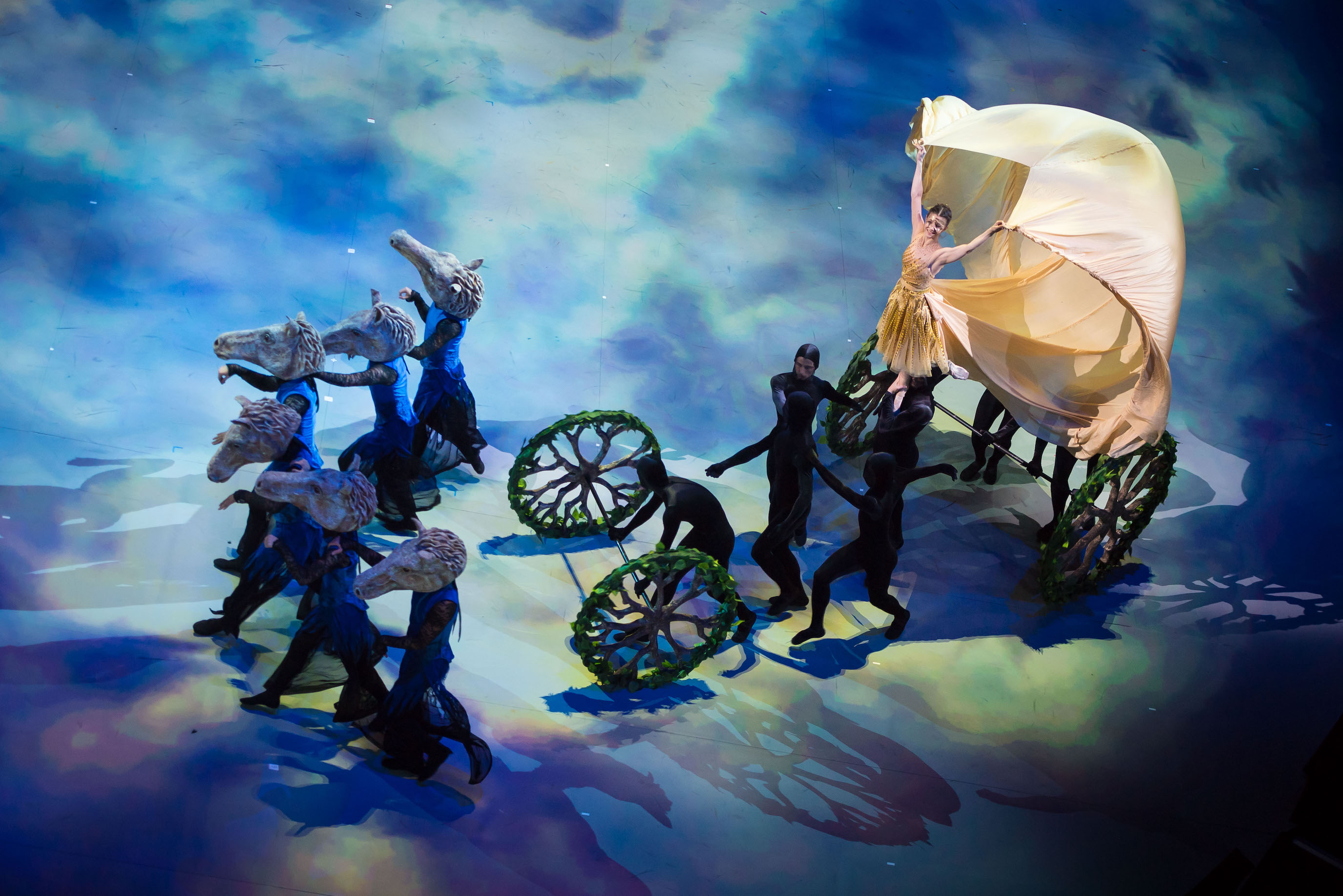 【新連載第2回】英国バレエ通信 イングリッシュ・ナショナル・バレエ「シンデレラ」イン・ザ・ラウンド