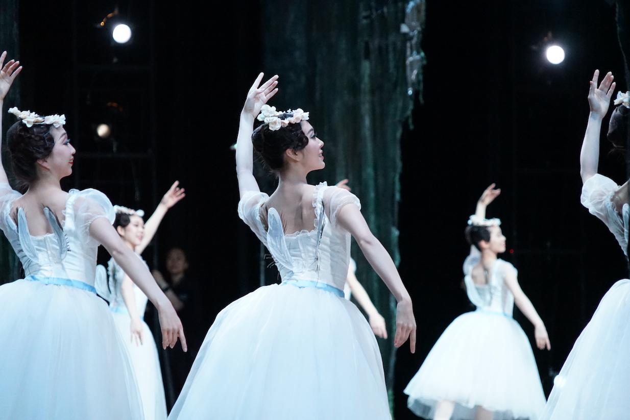 """【写真レポート】""""妖精たちの森""""を探検して〜東京バレエ団「ラ・シルフィード」の舞台裏"""