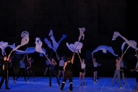 小林十市 連載エッセイ「南仏の街で、僕はバレエのことを考えた。」【第23回】スタジオとの別れ。ソロの公開リハーサル。そしてベジャール・バレエがオランジュにやってきた!